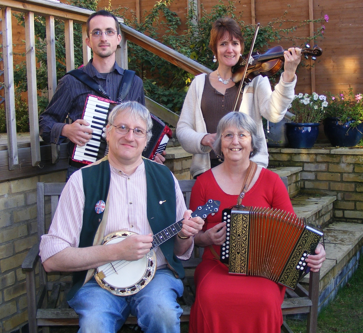 Pluck'n'Squeeze folk dance band
